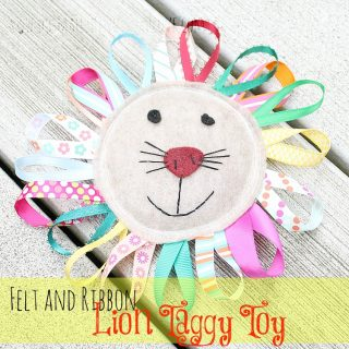 Felt+lion+taggy+toy