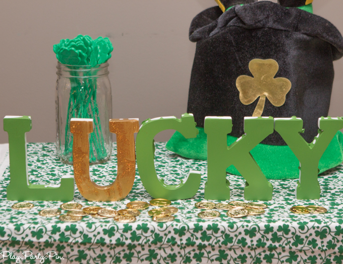 Easy St Patrick S Day Party Decorations From Www Playpartypin