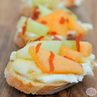 Melon prosciutto crostini 2 wm
