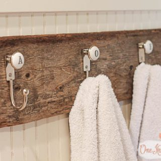 Monogrammed towel hooks so quick to make with only 2 supplies and just a few minutes of time onekriegerchick com