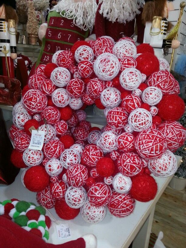 holiday yarn ball wreath ideas