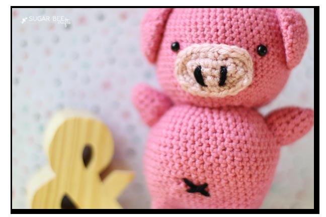 crochet pig details
