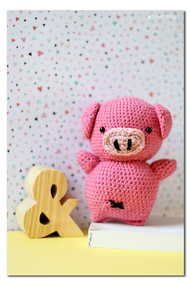 crocheted pig amigurimi doll