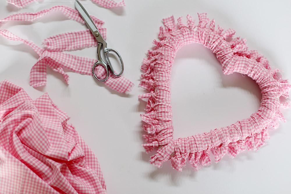 tie wreath craft diy tutorial