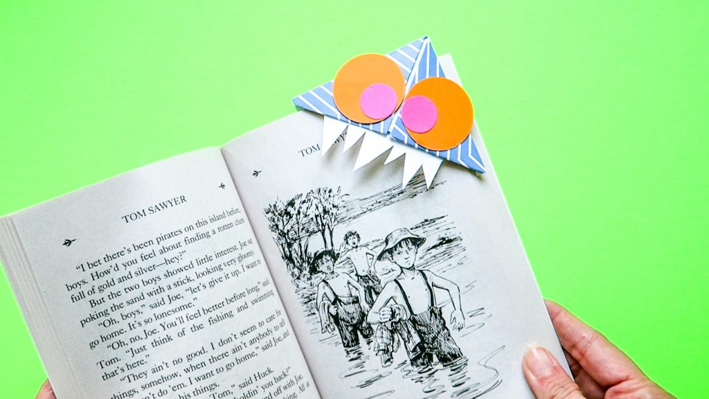 Corner bookmark monster summer craft idea 11