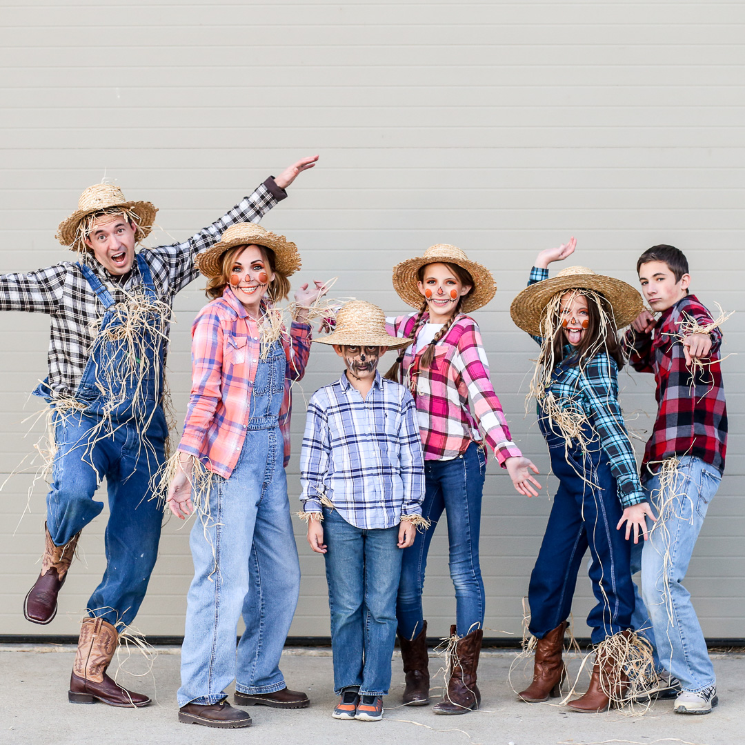 Easy Family Costume Idea - scarecrows! - Sugar Bee Crafts a41424a7adbf