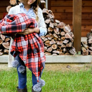 Plaid fleece with pom pom corner 16