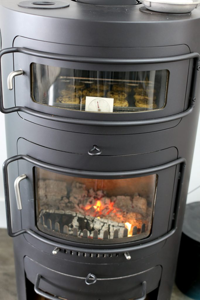 HWAM Classic 7 Modern wood burning stove with pizza oven