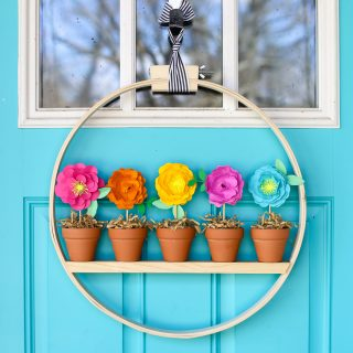 Mini Flower Pot Spring Wreath Idea