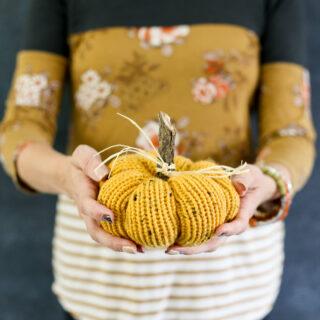 knit pumpkin fall craft idea 7